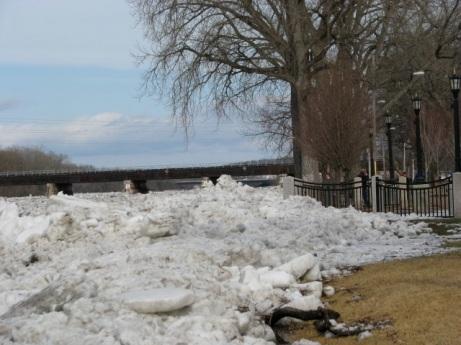 ice jam - riverside esplanade looking east