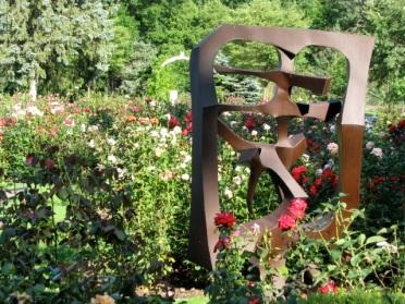 looking eastward from the Yuan sculpture - Schenectady Rose Garden 03Aug09