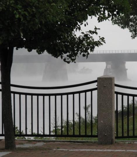 trestle view from esplanade - Riverside Park - 8 AM 21Sep09