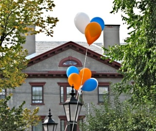 Walkabout 2009 - balloon greetings from 1st Reform Church