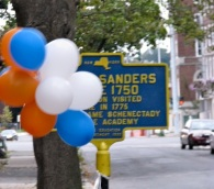 Walkabout 2009 - balloons and sign in from of 43 Washington Ave., the Robert Sanders House