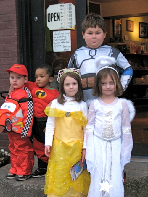 costumed cuties at Arthur's Market - Schenectady Stockade, Halloween 2009
