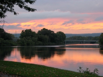Mohawk River Sunset from eastern end of Riverside Park - 03Oct09