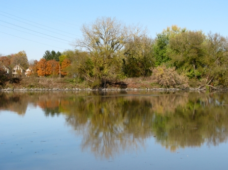 view across the Mohawk River from Gateway Landing of the Isle of the Cayugas - 27Oct09