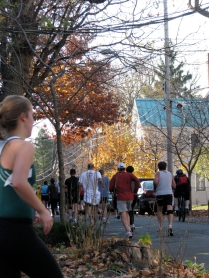 runners enter Washington Ave. from Front St. - Stockade-athon 2009