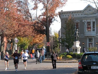runners pass Lawrence Circle in the Stockade - Stockade-athon 2009