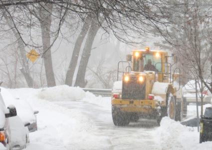 City snow plow at Washington Ave. dead end along Mohawk River - Schenectady NY Stockade  -27Dec2012