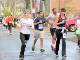 runners in Stockade-athon 2012 passing the Alley