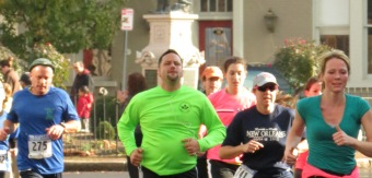runners pass Lawrence Circle in the 2012 Stockade-athon