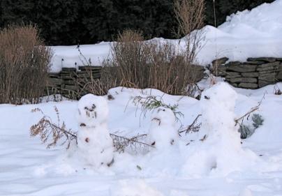 snowmen10dec09pettawall
